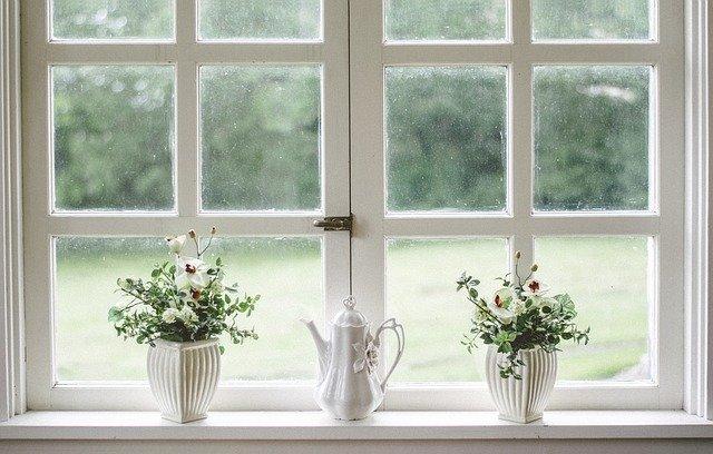 Une fenêtre hybride en alu et en bois